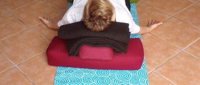 Posture yoga restauratif